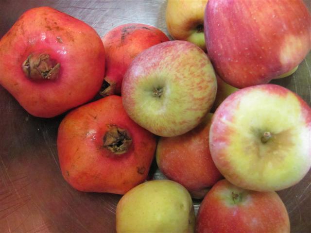 תפוחים ורימונים לגלידות ראש השנה